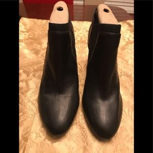 10M Black leather/elastic 3.5 inch short booties
